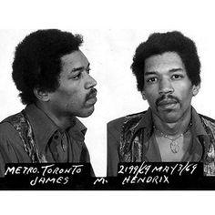 Jimmy Hendrix. Arrestado en el Aeropuerto Internacional de Toronto en mayo de 1969, después de que inspectores de aduanas encontraron heroína y hachís en su equipaje. Hendrix alegó que la droga fue puesta en su bolso por un fan y fue absuelto de los cargos.