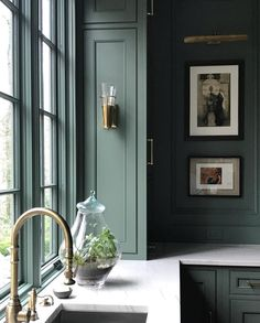 Dark Green Living Room, Living Room Modern, Modern Wall, Conservatory Kitchen, Wall Design, House Design, Magical Room, Wainscoting Kitchen, Neoclassical Interior