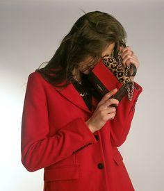Winter outfit | invierno | Conoce más tendencias en http://www.larcomar.com/blog | #red #coat #outfit #winter2016