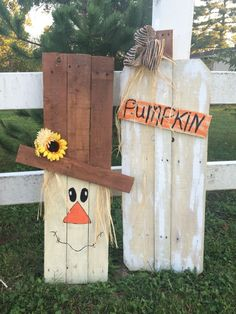 Pallet scarecrow and pumpkins! My hubby and I have been making Fall Crafts! - Diy Crafts for The Home Pallet Crafts, Wood Crafts, Diy Pallet, Pallet Wood, Pallet Benches, Pallet Tables, Pallet Bar, 1001 Pallets, Pallet Shelves