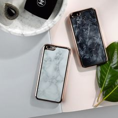 .FOR A CHIC, MODERN ACCESSORY, THIS MARBLE PHONE CASE IS PERFECTION. A WHITE MARBLE, TWO PIECE PLASTIC CASE IS SET OFF WITH ROSE GOLD EDGING; WITH THIS CASE SURE TO MAKE A STATEMENT EVERYWHERE YOU GO.