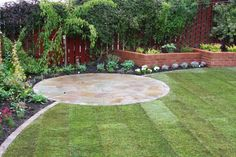 http://www.garden-design-pictures.com/image-files/flower-bed-design-after-06-FBDGST001.jpg