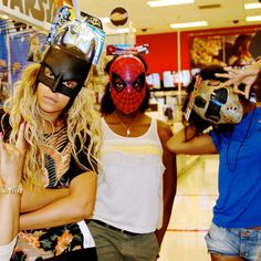 Beyoncé with a Batman mask on ummm...