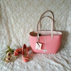 """HOST PICK 5/2/16 GUESS Tote Handbag Absolutely GORGEOUS GUESS Tote Handbag, brand new with tag. Sweet Home Salmon Multicolor with wallet attached to the tote. Material: Faux Leather Size: Medium  Strap Drop: 10 Bag Depth: 7"""" Bag Height: 13 Bag Lenght: 14  Bundles welcome great discounts  Please reasonable offers only  ♡Thank you for shopping my closet♡ GUESS Bags Totes"""