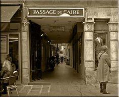 Le PASSAGE DU CAIRE est un passage couvert parisien situé dans le 2e arrondissement, entre la place du Caire à l'ouest, la rue du Caire au sud, la rue Saint-Denis à l'est et la rue d'Alexandrie au nord.FRANCE ,Date de création: 1798, au cœur du Sentier,.......SOURCE MONIQUETDANY.TYPEPAD.FR....