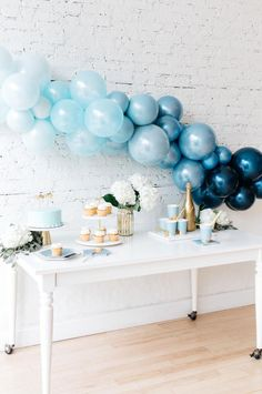 We're feeling the blues when designing baby showers this fall! 💙 Our ombré b… We're feeling the blues when designing baby showers this fall! 💙 Our ombré balloon arch adds a elegant touch your celebration. Baby Shower Brunch, Otoño Baby Shower, Baby Shower Balloons, Baby Shower Parties, Baby Balloon, Boy Baby Showers, Flying Balloon, Baby Shower Garland, Baby Shower Decorations For Boys