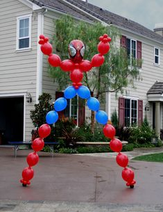 Spider man balloon decor ,Superhero, Avengers, by havingfunparties on Etsy Hulk Birthday Parties, Superhero Birthday Party, Birthday Party Decorations, Boy Birthday, Fête Spider Man, Superhero Balloons, Spiderman Balloon, Avengers Birthday, Balloon Decorations