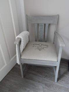 Een oude stoel een tweede leven gegeven met grey en whitewash...