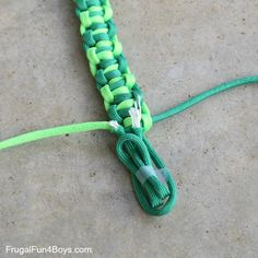 How to Make Easy Paracord Snakes – Frugal Fun For Boys and Girls