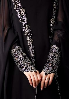 Black is the trendy abaya color therefore it is available in every style, design and pattern. Let's see the stunning black color abaya designs. Abaya Designs, Islamic Fashion, Muslim Fashion, Modest Fashion, Abaya Mode, Mode Hijab, Abaya Style, Estilo Abaya, Hijab Stile