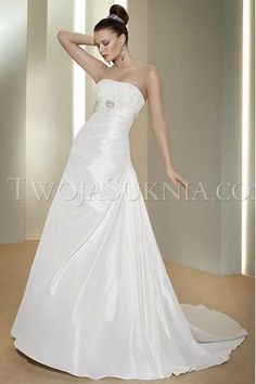Sexy Strapless A-line Chapel Train Satin Wedding Dresses A-line Bridal Dress