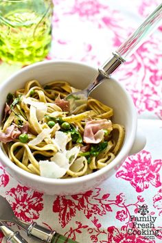 Spring Pasta with Prosciutto, Peas and Cheese by familyfreshcooking #Pasta #Prosciutto #Peas #Cheese