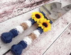 Rustic Sunflower Wedding Cake Server And Knife Set, Navy Blue with Burlap and Lace, Country Wedding, Bridal Shower Gift, Wedding Gift - Hochzeitstorte Burlap Bridal Showers, Navy Bridal Shower, Bridal Shower Rustic, Blue Bridal, Country Wedding Gifts, Wedding Cake Rustic, Rustic Wedding Centerpieces, Wedding Table, Country Weddings