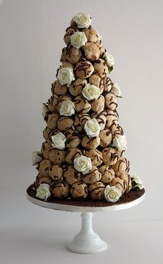 "Profiterole croquembouche for my ""cake"", baby shower cake or dessert option at my wedding. I would love to have this made by the same people who sell profiteroles down at the Chandler markets - theirs are my absolute favourite! French Wedding Cakes, Italian Wedding Cakes, Alternative Wedding Cakes, Wedding Cake Alternatives, Croquembouche, Cakepops, Beautiful Cakes, Amazing Cakes, Profiterole Tower"