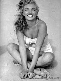 Beautiful Photographs of Marilyn Monroe by Andre de Dienes, 1949