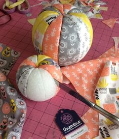 How to make no-sew fabric pumpkins – Recycled Crafts Do you buy those fat quarter packs of beautiful fabrics that coordinate perfectly? These no-sew fabric pumpkins are just the project to make with them. Grab yourself 3 Styrofoam balls … Pumpkin Crafts, Diy Pumpkin, Halloween Crafts, Holiday Crafts, Thanksgiving Crafts, Christmas Fabric Crafts, Crafts With Fabric, Halloween Sewing, Christmas Crafts