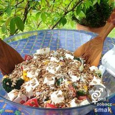 Sałatka brokułowa z serem feta Raw Food Recipes, Salad Recipes, Diet Recipes, Healthy Recipes, Party Salads, Shrimp And Asparagus, Natural Health, Health Fitness, Food And Drink