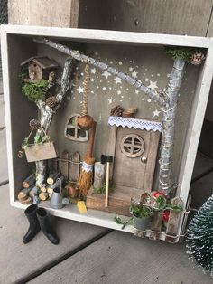 Wichtel door and accessories - piedra.ch - Wichtel door and accessories – piedra. Fairy Crafts, Diy And Crafts, Crafts For Kids, Arts And Crafts, Diy Dollhouse, Dollhouse Miniatures, Christmas Crafts, Christmas Decorations, Decoration Entree