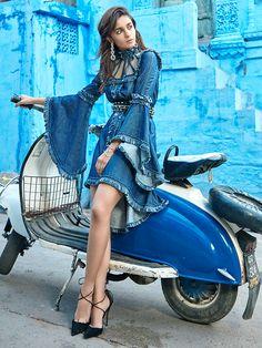 Alia Bhatt photoshoot for Vogue Magazine February Alia is looking ravishing in her hot poses. Checkout Alia Bhatt images from Vogue Magazine Indian Celebrities, Bollywood Celebrities, Bollywood Fashion, Bollywood Actress, Alia Bhatt Photoshoot, Indian Photoshoot, Scooters, Vespa Girl, Scooter Girl