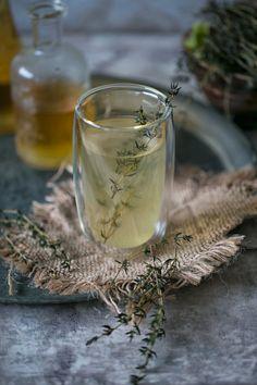 Hot lemonade with thyme Heiße Limonade mit Thymian