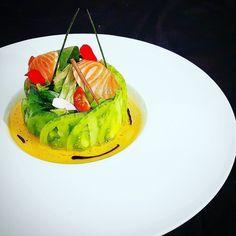 green zebra tomato salad and salmon#gastronomie#instafood#foodporn#foodlover#foodpic#foodpornography#instamiam#instagood#yummy#tropbon#instachef#instacook#foodpornography#cheflife#chefsofinstagram#foodstarz_official#Thebestchefsoftheworld#gastroart#chefsroll#chefstalk#paris#gastronogram#theartofplating#gastronomy#followme#followers#beautifulcuisines#gourmetartistry#tomatoes#salmon#salad by charles__drouin