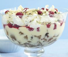 Lemon delicious trifle recipe - By recipes+ Trifle Desserts, Delicious Desserts, Yummy Food, Dessert Trifles, Cold Desserts, Xmas Food, Christmas Cooking, Christmas Recipes, English Dessert Recipes