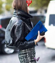 19 Street Style Snaps Worth Checking Out 19 Street Style Snaps Worth Checking Out via @WhoWhatWear<br> He's done it again; photographer Adam Katz Sinding of Le 21ème spotted the sharpest and chicest looks on the street, and they're all right here, for your viewing and ogling pleasure. Casual Fall Outfits, Stylish Outfits, Fashion Outfits, Street Chic, Street Style, Style Snaps, Parisian Chic, Mode Inspiration, Fashion Inspiration
