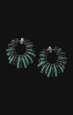 Discover high jewellery, luxury timepieces and unique styles of de GRISOGONO. Unmissable jewellery collections only on the official de GRISOGONO Website. High Jewelry, Luxury Jewelry, Jewelry Accessories, Jewelry Design, Glamour, Couture, Designer Earrings, Ring Designs, Women's Earrings