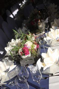 Deutsch-indische Hochzeit im Riessersee Hotel Garmisch-Partenkirchen, Bayern, Navy Blue, Weiß, Fuchsia, Vintage, Schmetterlinge, Ballons - #deutsch-indische Hochzeit #Riessersee Hotel #heiraten in Bayern #Hochzeit in Garmisch Summer Colors, Wedding Color Schemes, Table Decorations, Navy Blue, Colour, Vintage, Home Decor, Indian, Bavaria