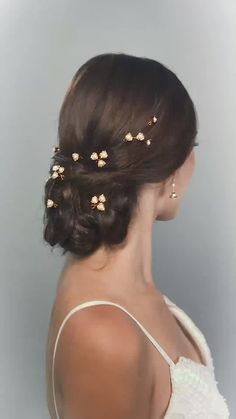 REIGN BUD HAIRPINS BY HERMIONE HARBUTT-wedding hairpins, wedding hair, wedding fashion accessories Hermione Harbutt's pretty set of Reign Bud Hairpins are the perfect way to take your bridal hair from Loose Hairstyles, Elegant Hairstyles, Bride Hairstyles, Elegance Hair, Bridal Braids, Indian Wedding Hairstyles, Hair Extensions Best, Sleek Ponytail, Wedding Hair Pins