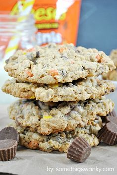 I love Reese's, and I love Monster Cookies. How could these two not team up? Monster Cookies are, by far, one of my favorite treats of all time. OH MY GOD YUM Cookie Desserts, Just Desserts, Delicious Desserts, Dessert Recipes, Yummy Food, Cookie Bars, Yummy Cookies, Reese's Cookies, Drop Cookies