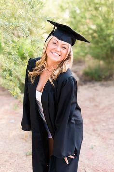 Girl Graduation Pictures, Graduation Picture Poses, Graduation Photoshoot, Grad Pics, High School Graduation Picture Ideas, Grad Pictures, Graduation Portraits, Graduation Photography, Senior Portraits Girl