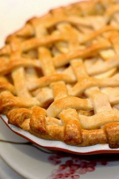 """promised my brother an apple pie """"like in the movies"""" lol ---The Paper Heart Studio: Apple Pie {Foodie Friday}"""