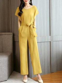 Jumpsuits - Shop Affordable Designer Jumpsuits for Women online Stylish Dress Designs, Stylish Dresses, Jumpsuit Elegante, Look Fashion, Fashion Outfits, Designer Jumpsuits, Moda Vintage, Jumpsuit Outfit, Professional Outfits