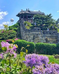 Just one hour away from Seoul, Hwaseong Fortress in Suwon is the perfect place for a day out of Seoul! Who agrees?⠀ ⠀ Credits to… Suwon, Seoul Korea, Ancient Architecture, Days Out, Perfect Place, My Dream, Places To Travel, Castle, Mansions