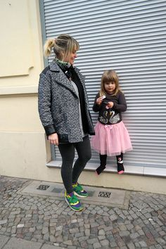 Mom Nadine and daughter in Berlin. Streetstyle. Hauptstadtmutti.