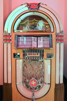 Id want a pretty pink jukebox in the living room . Listening to retro rock music Id want a pretty pink jukebox in the living room . Listening to retro rock music Retro Vintage, Vintage Design, Vintage Vibes, Vintage Neon Signs, Vintage Surf, Vintage Music, 80s Aesthetic, Aesthetic Vintage, Aesthetic Pastel