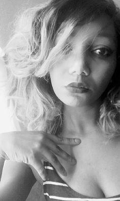 La coupe courte qui est devenu une tendance et surtout une affirmation de la femme qui se caractérise par notre romantisme tout en restant une femme fatale affirmée