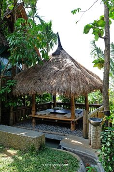 www.Omunitybali.com Come visit this 'resort' (it's much more than that) in desa #Sudaji, and learn how the Balinese people live. Eat, Pray, Love in #bali photo: Artstudio23.com #meditate here and find inner peace