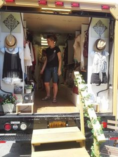 Food trucks and fashion on Hurray Kimmay - Nomad Truck Boutique Deco, Mobile Boutique, Mobile Shop, Fashion Boutique, Food Trucks, Bohemian Clothing Stores, Mobile Fashion Truck, Camper Store, Kombi Motorhome