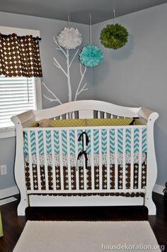 baby-gitterbett-im-babyzimmer - taupe farbe für die wand - rundes