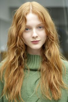 My imagining of Anne is much like this lovely young woman - pointed chin, expressive grey eyes, long and wavy red hair. And a charming nose! Beautiful Red Hair, Beautiful Redhead, Beautiful Women, Ginger Girls, Ginger Hair Girl, Redhead Girl, Ombre Hair Color, Strawberry Blonde, Girl Face