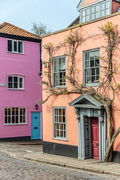 Colorful pink and peach houses in Norwich, Norfolk, England. This city has beautiful historic homes. Click through for m Norwich England, Norwich Norfolk, Norfolk England, Norwich Market, Norwich Cathedral, Norfolk Broads, London Blog, Uk Photos, History Photos