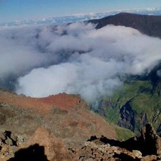 Some pics after the Cross du Piton des Neiges (altitude 3070 metres) #neverstopexploring #expandyourplayground #wanderer #wanderlust #trailrunning #skyrunning #running #instatravel #instarunners #indianocean #mountains #nature #naturelovers #outdoors #mothernature #mountainrunning #lareunion #reunionisland #reunionparadis #gotoreunion #team974 by lioneltilmont