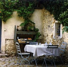 love love love! this is on my list...as soon as i have my tuscan home #CourtYard #Landscape #Outdoor  ༺༺  ❤ ℭƘ ༻༻  IrvineHomeBlog.com
