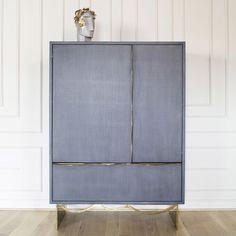 Kelly Wearstler | 10 Stylish Cabinet Designs For An Impressive Dining Room Decor. Cabinets | Dining Room Design. Wood Cabinet. #diningroom #cabinet #diningroomdecor Read more: https://www.brabbu.com/en/inspiration-and-ideas/interior-design/stylish-cabinet-designs-impress