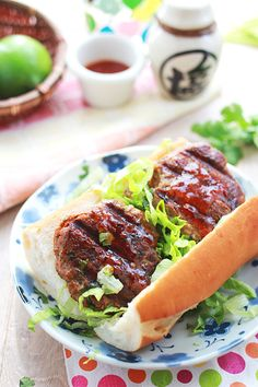 Thai Chili Beef Burgers - juicy and succulent burgers glazed with sweet chili sauce and spiced with red curry paste!!   rasamalaysia.com