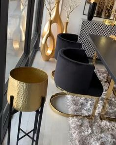 46 Luxurious Black And Gold Dining Room Ideas For Inspiration - A well decorated dining room can really impress guests at a dinner party. It is a room that is always evolving to keep the pace with changing lifestyl. Glam Living Room, Living Room Decor Cozy, Black And Gold Living Room, Black Gold Bedroom, Luxury Dining Room, Gold Dining Rooms, Home Decor Furniture, Black Living Room Furniture, Living Room Designs