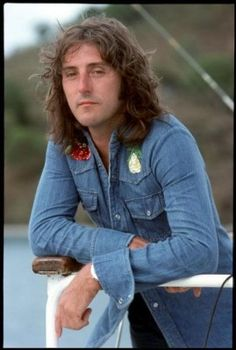 This show is a benefit, courtesy of the Youth Advocacy Program: Denny Laine was an original member of The Moody [more] Denny Laine, Paul Mccartney And Wings, Justin Hayward, 70s Music, Moody Blues, The Beatles, Famous People, Movie Tv, How To Memorize Things
