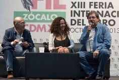 Sábado, 19 de Octubre 2013. Charlando con Juan Madrid y Sanjuana Martínez en la XIII Feria Internacional del Libro del Zócalo de la Ciudad de Mexico.  Foto: Octavio Nava/Secretaria de Cultura